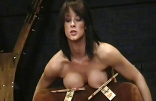 裸の女の子が買い物をする風俗店に来て、売り手は驚いた、彼らはディルドを試してみてください 女性 向け アダルト 一徹